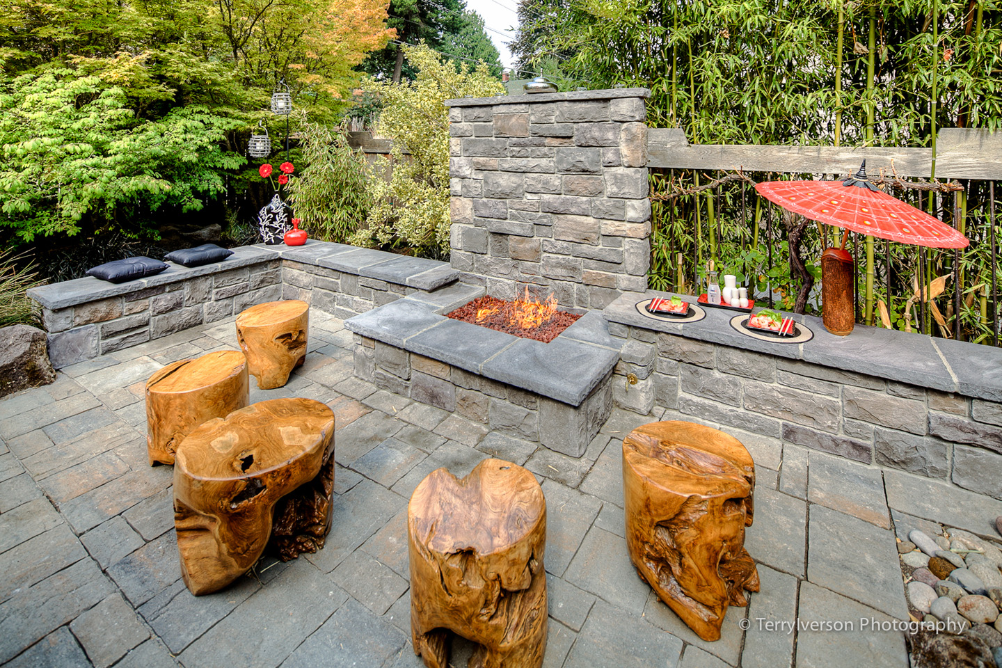 firepit with Teak stools