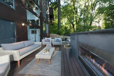 Mid-century modern outdoor style matches indoor style with its varying degrees of modern & minimalist decor