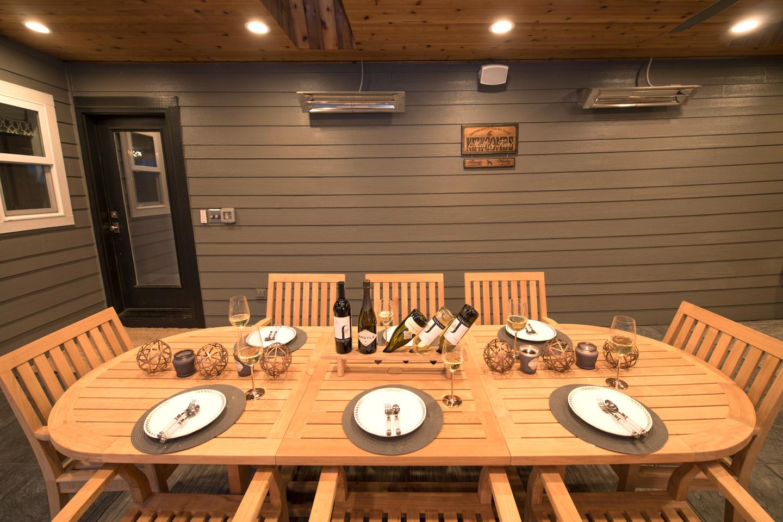Dinner for eight!  Open Air Family dining